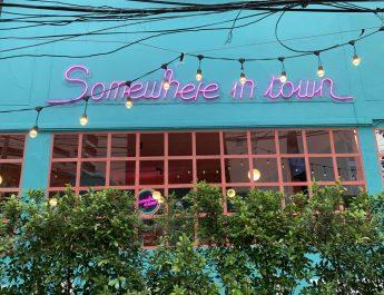 Somewhere in town ร้านอาหารเล็กๆ ในมุมหนึ่งของเมืองที่วุ่นวาย